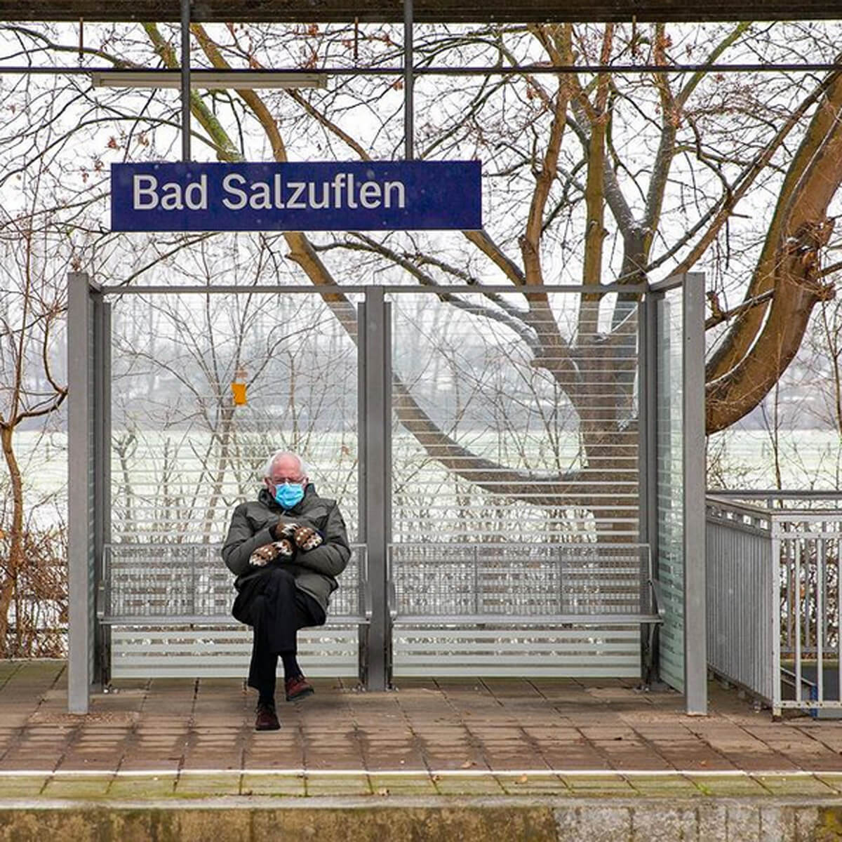 Bernie Sanders am Bahnhof in Bad Salzuflen