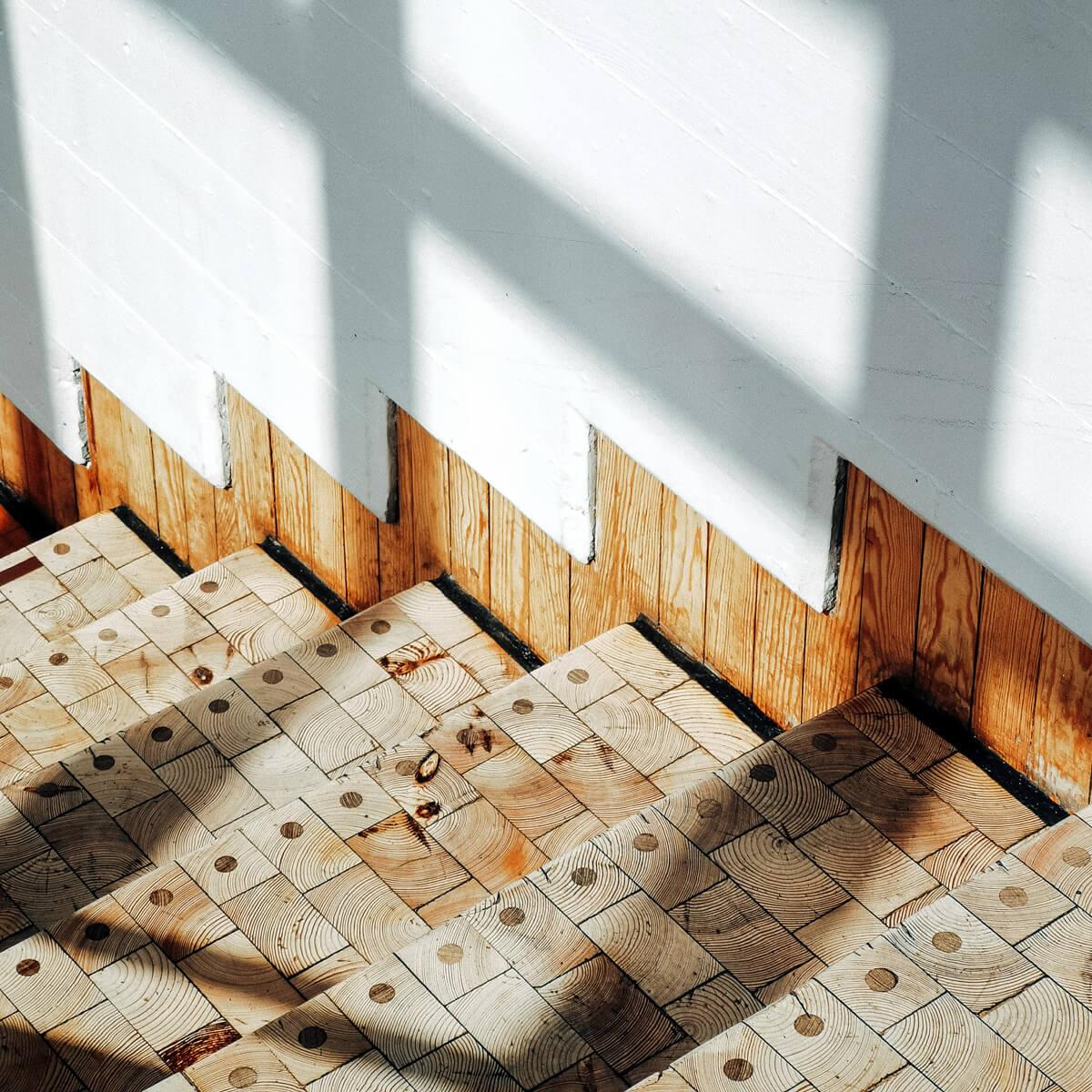 Treppen mit Holzmuster