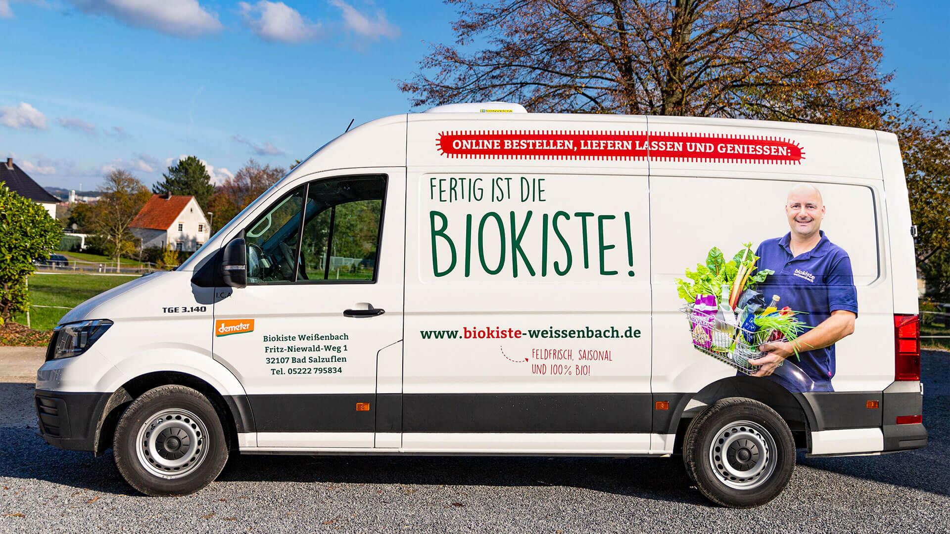 Beklebter Lieferwagen Biokiste Weißenbach