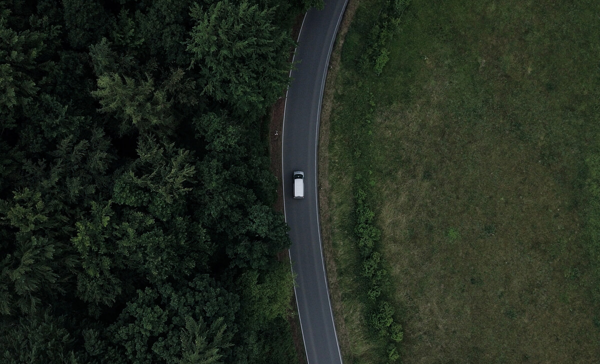 Drohne über Auto